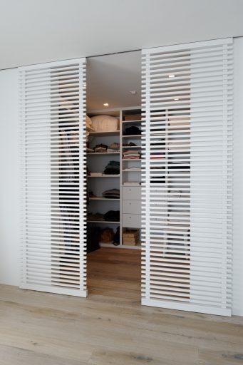 baumann küchen, innensaubau schweiz, individuelle innenausbau. moderner innenausbau, innenausbau nach mass, innenausbau nach ihren wünschen, einbauschrank, einbauschränke, einbauschrank schweiz, moderne einbauschränke, begehbarer kleiderschrank, möbel aus naturholz